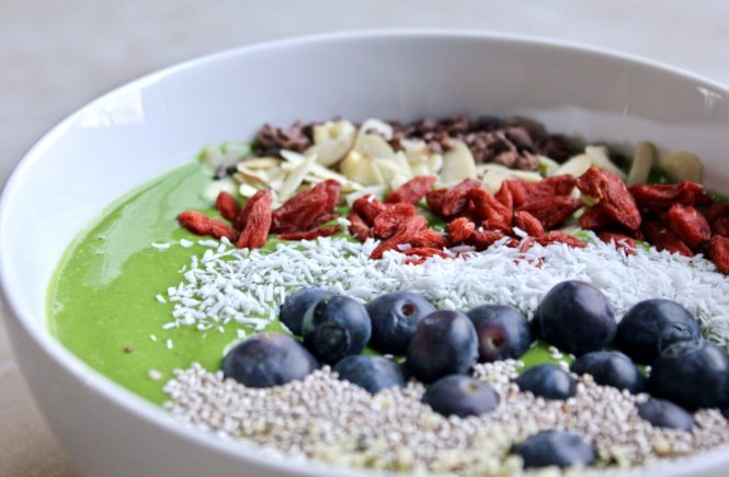 green smoothie bowl with spirulina